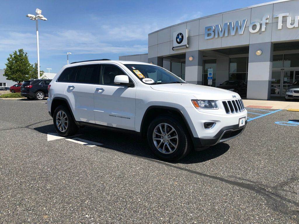 Pre-Owned 2014 Jeep Grand Cherokee 4WD Limited w/Sunroof & Navigation